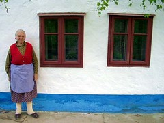 Happy House (Aleksandra Radonic) Tags: street old blue grandma red woman house colors architecture serbia baba spontaneous slavs ivanovo