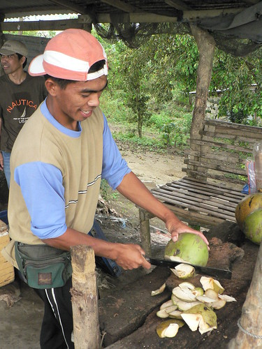 taal batangas coconut husking Pinoy Filipino Pilipino Buhay  people pictures photos life Philippinen rural scene 菲律宾  菲律賓  필리핀(공화국) Philippines