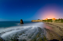 Davenport (ec808x) Tags: ocean longexposure nightphotography seascape beach topv2222 night d50 nikon rocks moonlit moonlight davenport 105mmf28 sodiumvapour topf120 nocturnalmasterpiece flickrslegend thebestwaterscapes ericngo