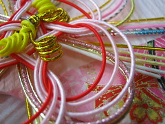 Maki (mtyto) Tags: pink red color colour yellow japan canon silver paper gold engagement knot string metalic whire ixy canonixydigitall2 canonpowershotsd20 mtyto canondigitalixusi5