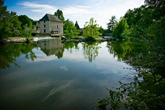 moulin sur l'indre (phitar) Tags: trees reflection topf25 water river moulin indre 2006 cher watermill phitar