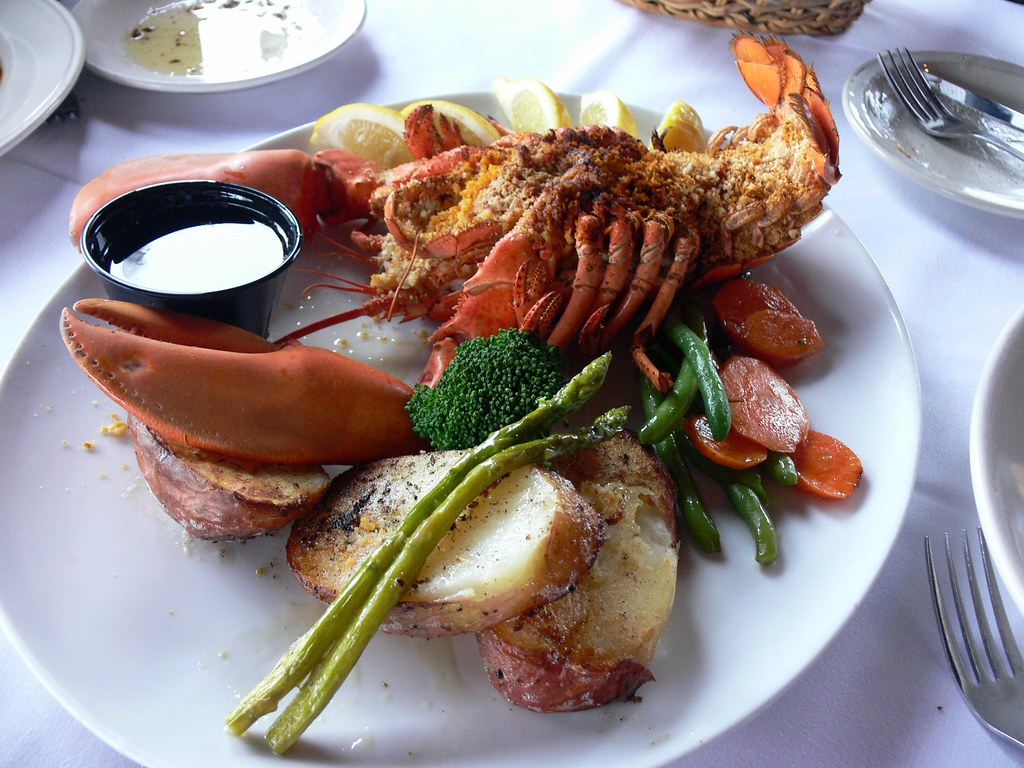 Baked stuffed lobster - Flickr User: jessicafm