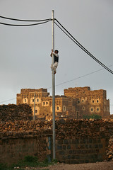 Boy climbing on a pylon - Shahara - Yemen (Eric Lafforgue) Tags: republic arabic arabia yemen arabian ramadan yemeni yaman shahara arabie jemen lafforgue shaharah arabiafelix  arabieheureuse  arabianpeninsula ericlafforgue iemen lafforguemaccom mytripsmypics imen imen yemni    jemenas    wwwericlafforguecom  alyaman ericlafforguecomericlafforgue contactlafforguemaccom yemenpicture yemenpictures