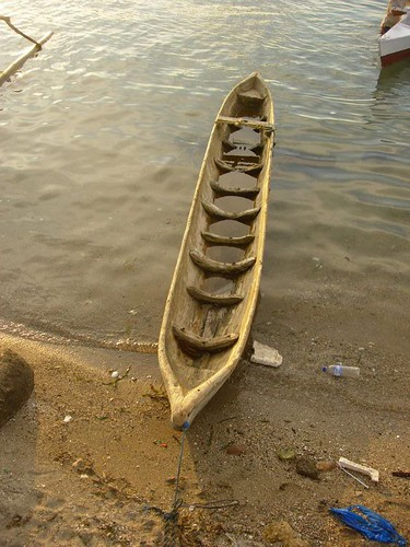 Barca tradicional, hecha de un tronco de arbol