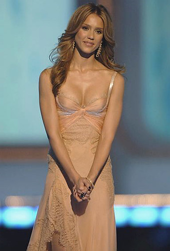 jessica alba blonde highlights. jessica alba and cash warren