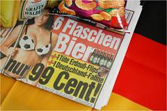 Bier und Blle (BlueBreeze) Tags: ball deutschland fussball wm bier fahne sixpack flips wm2006 99cent fussballwm tittiesandbeer erdnu