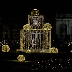 CW318 Longwood Gardens Christmas Lights (listentoreason) Tags: usa night america canon unitedstates pennsylvania scenic favorites places longwoodgardens ef28135mmf3556isusm holidaylighting score30