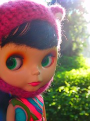 Enjoying the pre 8am sunshine (Liz/Daifuku_Darling) Tags: bigeyes doll plastic blythe goldie takara allgoldinone bl
