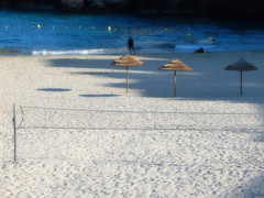 Plage des prophtes au petit matin (hkoskas) Tags: sea portrait woman mer man men beach sport french boat marseille fishing femme horizon cte fisher provence activity francia plage franais movment homme rochers parasols frenchman marsiglia massilia pcheurs frenchmen sables frenchguy franaise bteau frenchwoman mditranne pointu activit marseillaise marseillais mouvment barquette massalia frenchsea photosdepersonnes ctemarseillaise frenchpersonn frenhgirl hommeenmouvement