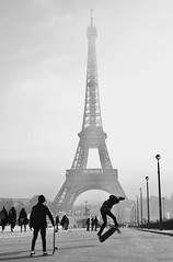 eiffelturm_skater. (AnnH:Fotografie) Tags: skaten paris eiffelturm nebel nikon d610 people menschen sport stadt city