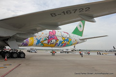 EVA Air Hello Kitty Houston Celebration (AirlineReporter.com) Tags: hellokitty houston shiningstar iah evaair georgebushintercontinentalairport houstonintercontinental evaairlines boeing777300er hellokittylivery hellokittyeva b16722 shiningstarlivery
