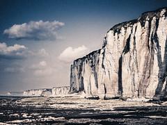 Etretat (Julien Pf) Tags: sky mer rock canon landscape eos rebel eau ciel normandie t3 paysage normandy falaise paysages etretat falaises lightroom landscpaes 1100d normandieetretatpaysage