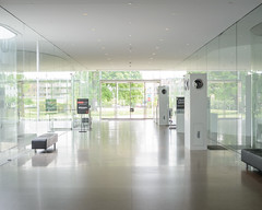sanaa-glass-pavilion-2014-3744.jpg (samuel ludwig) Tags: ohio architecture published toledo oh sanaa toledomuseumofart 20012006 glasspavilion kazuyosejimaryuenishizawa