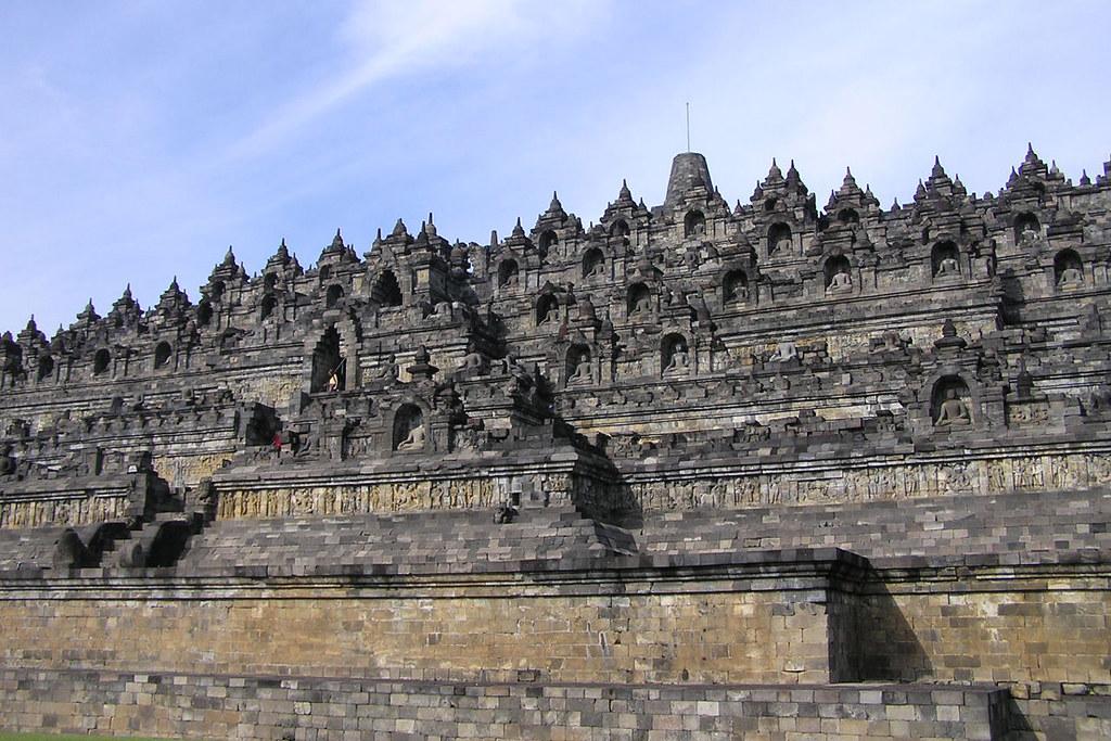 6Đền Borobudur được xem là một trong những kì quan nổi tiếng của châu Á