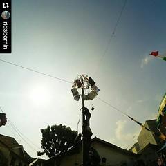 Panjat pinang, tradisi lebaran. Foto by @ridsbornin  #lebaran #kaujon #serang #tradisional #tradisi #silatuhrahmi #kebersamaan #team #panjatpinang #traveling #backpacker #wisata #instapicture #instagram #instalike #culture #budaya #hariraya #1436H #kau (kotaserang) Tags: by indonesia team foto culture traveling backpacker hariraya lebaran budaya pinang wisata tradisional serang panjat panjatpinang banten kebersamaan tradisi  kotaserang instagram ifttt instalike instapicture httpwwwkotaserangcom 1436h ridsbornin kaujon silatuhrahmi