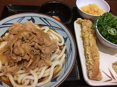 Udon topped with stewed pork from Marugame Seimen @ Roppongi (Fuyuhiko) Tags: from udon うどん with pork roppongi stewed topped 肉 六本木 marugame seimen 肉うどん 丸亀製麺 六本木ティーキューブ店
