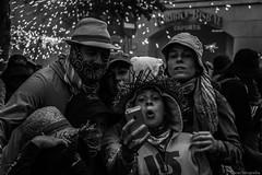 Family selfie (oscardscfotografia) Tags: barcelona street people blanco canon happy photography eos monocromo y gente good negro feel bcn catalonia felicidad feelings mataro sentimiento 2015 motions emociones monocromatico santes happynes 100d