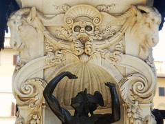 Statua di marmo (Impazzire_) Tags: italien italy holiday statue death skull holidays italia goat ziege morte firenze tod statua ferien vacanza teschio florenz totenkopf ziegen capra marmo marmor