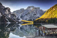 Lago di Braies (Frederic Huber | Photography) Tags: 1124 1635 2016 2470 70200 landschaft altoadige autumn canoneos5dsr dolomiten dolomites eos fotodiox frederichuber freearc herbst landscape photography south tirol wonderpana wwwfrederichubercom südtirol tyrol italy italia italien trentino lake see mirror reflection blue green fall pragser wildsee lago di braies yellow explore explored