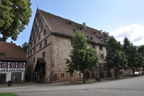 Maulbronn (Alemania). Monasterio. Edificio en patio del monasterio