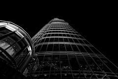 At The Top... Looking up !! (T.Seifer) Tags: architektur architecture blackandwhite bw blackwhite building uae vae dubai burj khalifa d610 fx gebäude nikon nikkor nikkor1635 monochrome photography reisefotografie schwarzweis travel uk whiteandblack whiteblack weisschwarz weitwinkel