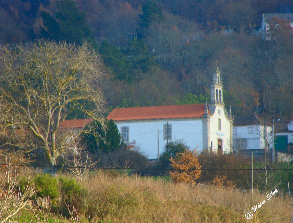 Águas Frias (Chaves) - ... a igreja matriz de perfil ...