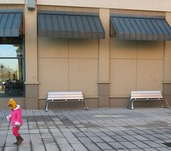 Monday Colours - Happy Benches ! (Pushapoze (nmp)) Tags: benches menloparkmall nj barnesnoble girl hotpink hbm
