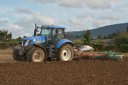 New Holland T7030 Tractor with a Kverneland 5 Furrow Plough & Kverneland Packomat S Furrow Press (1)