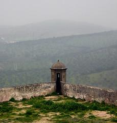 Fortaleza de Elvas - Portugal (bbrraunn) Tags: naturaleza arquitectura gente edificio patio nublado muralla niebla castillo mirador tiempo tipo medioambiente grupos singente detallearquitectónico edificiosresidenciales partesdecasa tipodenube tipodelluvia