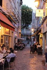 arles (sanino fabrizio) Tags: bar canon via persone provence vicolo arles turismo colori sedie francia ristorante osteria città bistrot trattoria paese locanda 550d tevoli
