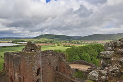 Goodrich Castle (fillbee) Tags: tower castle english stone wales century war ruin medieval barbican norman east civil goodrich range defence fitz fortified cadw noblestruininherefordshire midtwelfth baderons