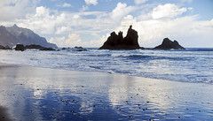 reflections_9640 (kurbeltreter20) Tags: taganaga benijo playadebenijo tenerife teneriffa spain roquedebenijo roquederapadura puntadeldraguillo anaga coastline beach ocean sky blue