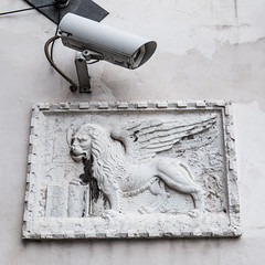 watchful lion (Francis Mansell) Tags: lion basrelief wingedlion camera cctv videocamera wall venice securitycamera surveillance heraldicbeast