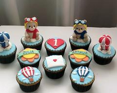 Nos cupcakes decorados, Ursinhos Aviadores e outras fofuras (Elaine Russo - Delizie! Arte com Açúcar) Tags: cupcakes bears ursos baloes