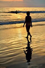 Sunbath. (Carlos Arriero) Tags: manuelantonio costarica sunbath bañodesol sol baño playa beach sunset atardecer puestadesol carlosarriero viajar travel mar sea agua water verano summer chica girl reflejo reflections nikon d800e tamron 70200mm
