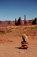 Monuments in Perspective (Luck-y) Tags: monumentvalley nikon 18105 nikkor nikonian d90 noir desert arizona usa sand red indian navajo reservation navajoindianreservation light sun dust