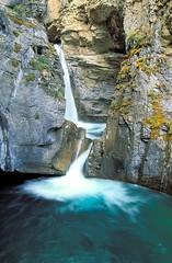 Johnston Canyon (Scott Leonhart) Tags: alberta banffnationalpark canada johnstoncanyon pool waterfall
