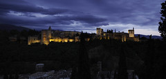 Die Alhambra (Renate Bomm) Tags: espaa andalusien spanien granada andaluca alhabra blauestunde sommer abend wetter miradordesannicols renatebomm 2015 blue noche night illumination somethingblue felana longexposer bluehour blau gebude architektur sky skyscape landscape landschaft natur nature paisaje dusk dmmerung weather flickrunitedaward coloursoftheworld beautifulcapture goldenvisions visiongroup thegoldendreams