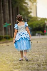 Cinderella (Gabi Soutto Mayor) Tags: kids ensaio doll minas gerais foto child princess young liberdade disney infantil da praa belohorizonte criana cinderella princesa cinderela gabisouttomayor