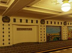 U-Bahnhof Rdesheimer Platz, Berlin, Wand (Stadtlichtpunkte) Tags: berlin station germany subway metro ubahnhof platform bahnhof ubahn wilmersdorf architektur 1913 bahnsteig wilhelm rdesheimerplatz rheingauviertel leitgebel