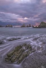 Ya de vuelta!! (Urugallu) Tags: costa color luz canon mar agua flickr asturias playa amanecer cielo bajamar roca cudillero asturies cantabrico enfoque 70d joserodriguez principadodeasturias urugallu sedado gueirua