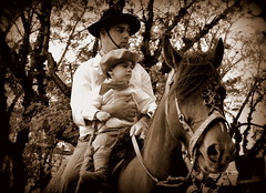 A todos os pais (Eduardo Amorim) Tags: boy brazil horses horse southamerica brasil criollo caballo cheval caballos cavalos pelotas pferde nio herd cavalli cavallo cavalo gauchos pferd menino riograndedosul boina pampa garon brsil chevaux gaucho cavall ragazzo chapu guri  amricadosul gacho amriquedusud  gachos  sudamrica suramrica pi amricadelsur sdamerika crioulo caballoscriollos criollos  tropillas pilchas pilchasgauchas costadoce americadelsud tropilhas tropilla crioulos cavalocrioulo americameridionale tropilha caballocriollo eduardoamorim cavaloscrioulos jngecampanha