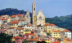 san bartolomeo a mare (explored) (lotti roberto) Tags: liguria borgo chiesa church colore case italy italia fav25 fav50 fav75 fav100 fav125