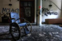 Es Ruling Over Io (Cristian Degl'Innocenti) Tags: caos chair sedia io es abbandon abbandono urbex