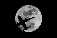 Transit (James Boone) Tags: 2016 airplane airport december fall florida flytpa jamesboone jamesboonephoto jet lightroom moon moonrise nikon oldboone plane stpete stpetersburg tampa tampabay tampainternationalairport tpa d500 dx nikond500 nikkor300mmf4edpfafs nikkor300mmf4epfedvr 300mmf4 nikkortc20e nikkor tc20e afs teleconverter nikkortc20eafsteleconverter airbus a319 flight transit flight2081 americanairlines