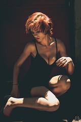 HTN - MI (174) (Monick Miranda Ibrahim) Tags: model ruiva beauty lights modern art actress beautiful magra perfect mkhtnproject photography design moda arte