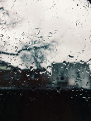 rainy. (belle.fleur) Tags: rainy window showery drizzling outsidethewindow january coldwinterdays januaryshowersdontbringmayflowers afternoonrain astoria fromthewindow rainyday droplets iphone january2017 alidajolie