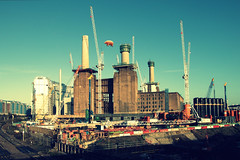 TP 52 for 2017 - Week 00 : Song Title / Lyrics (timz2011) Tags: pinkfloyd animals pigsonthewing battersea batterseapowerstation london 80d