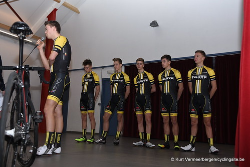 young cycling team (53)