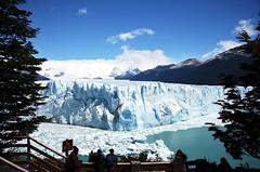 Perito Moreno Glacier_Sightseeing spot (franciscogualtieri) Tags: argentina santacruz elcalafate glacier peritomorenoglacier sightseeing people sky mountains lake nikond7000
